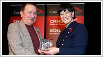 President Bill Kinoshameg receives award from CMHC